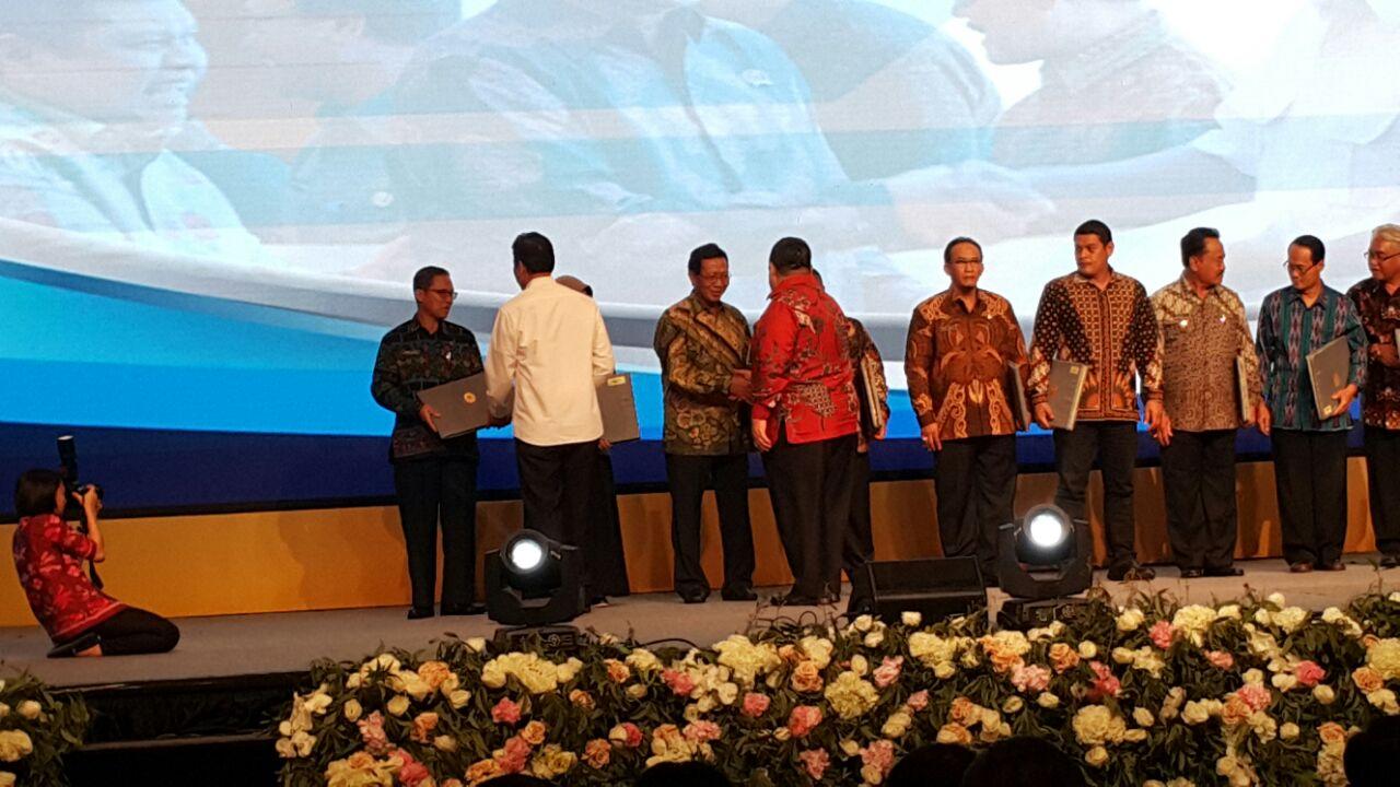 Penyerahan Hasil  Evaluasi Sistem Akuntabilitas Kinerja Instansi Pemerintah Provinsi / Kabupaten Wilayah II di Nusa Dua Bali<BR>-